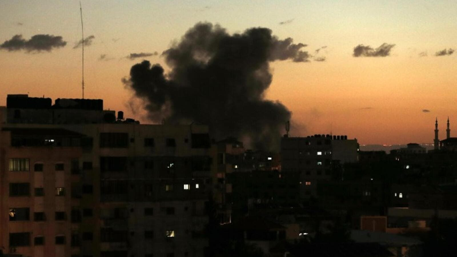 A picture taken on on October 27, 2018 shows smoke rising following an Israeli air strike in Gaza City. (MAHMUD HAMS / AFP)
