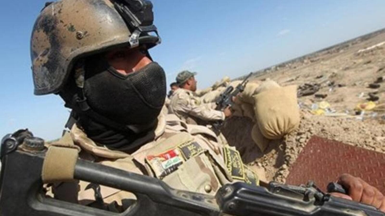 Iraqi soldiers hold a position (AFP/File Photo)