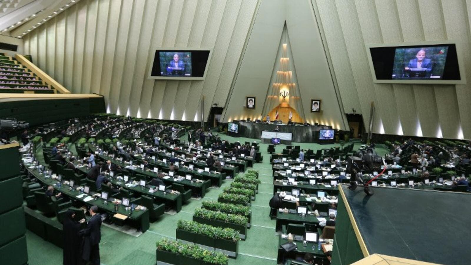 Iranian MPs attend a parliament session in Tehran, March 1, 2016. (/AFP)