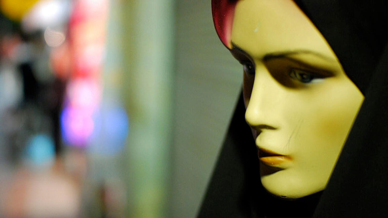 A mannequin dressed in hijab in the Shiraz area of Iran (Flickr/Paul Keller)