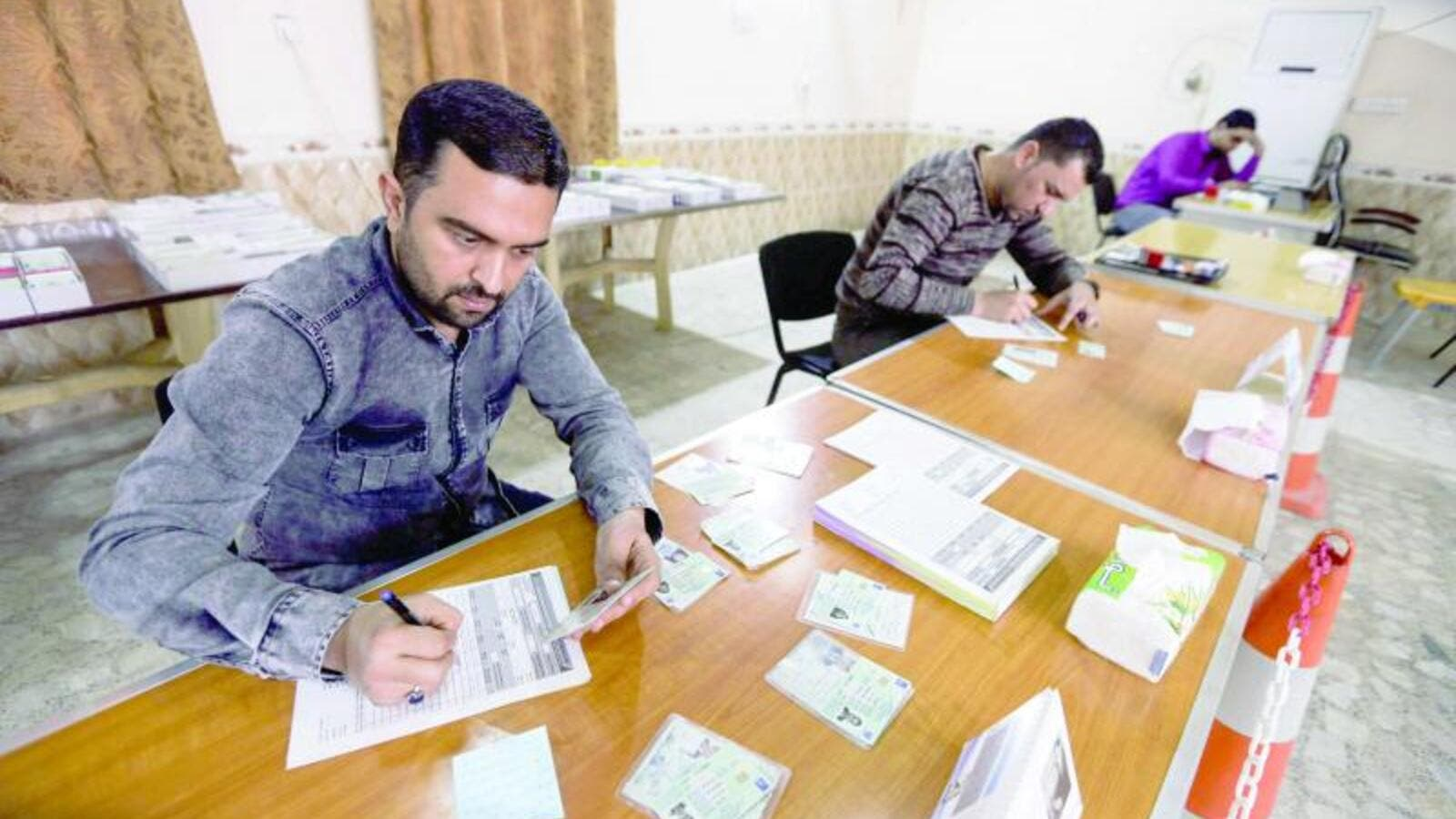 Iraqi electoral commission employees update voting registries for the May 2018 parliamentary elections. (AFP/ File)