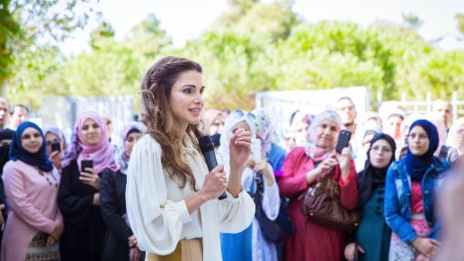 "Queen Rania dedicated the award to Jordanians, whom she described as the ""greatest humanitarians I know"" for opening their homes and hearts to Syrian refugees. (Twitter/Rania Al Abdullah)"