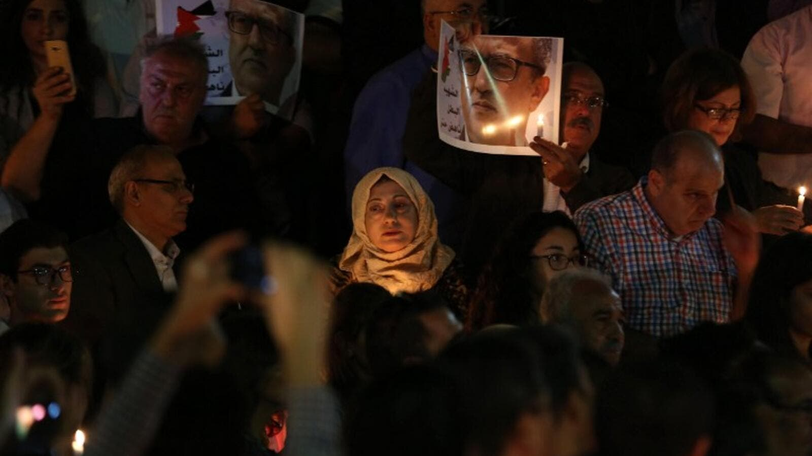 Jordanians gather at the site where prominent Jordanian writer Nahed Hattar was shot dead the previous day outside an Amman court, during a vigil on September 26, 2016. (AFP/Khalil Mazraawi)