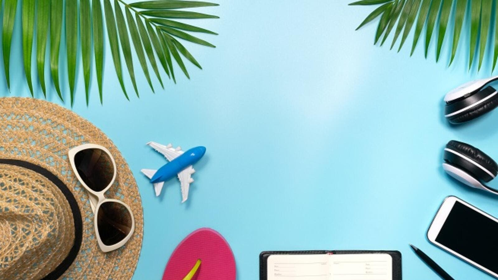 When it comes to financing your trip, you can combine several options, such as using up some of your savings while exploring the advantages of financing and prudent use of credit cards or multi-currency cards. (Shutterstock)