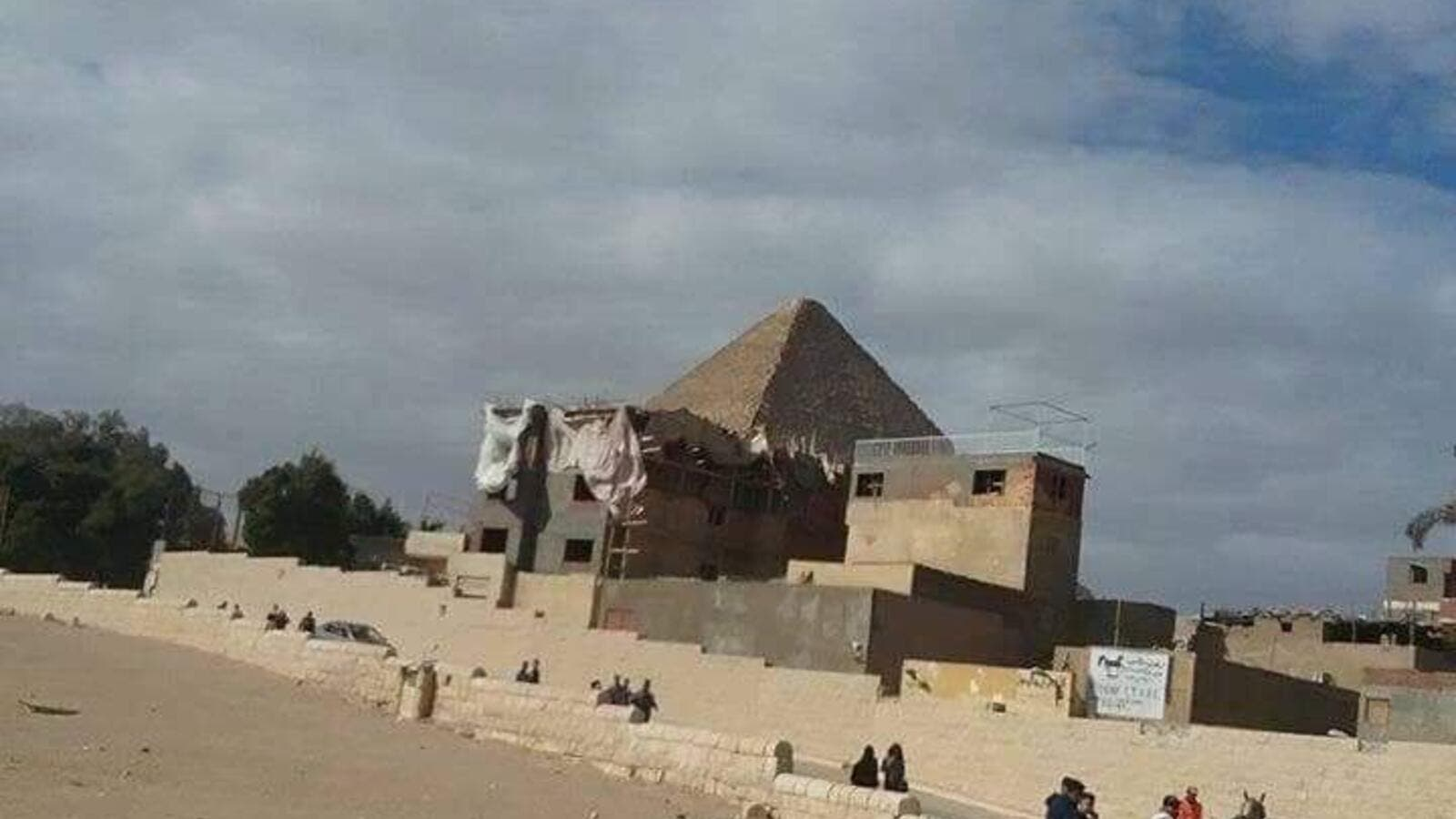 An illegal hotel near the Giza pyramids. (Twitter)