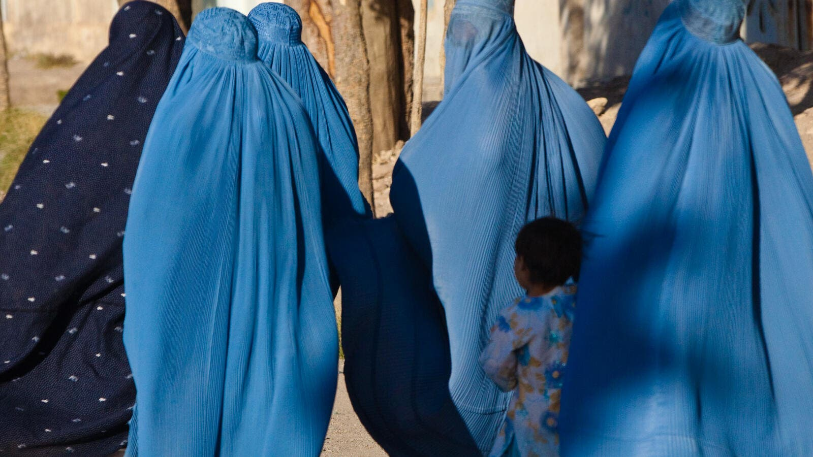 Women wearing the full burqa covering in Herat, Afghanistan (Wikimedia Commons)