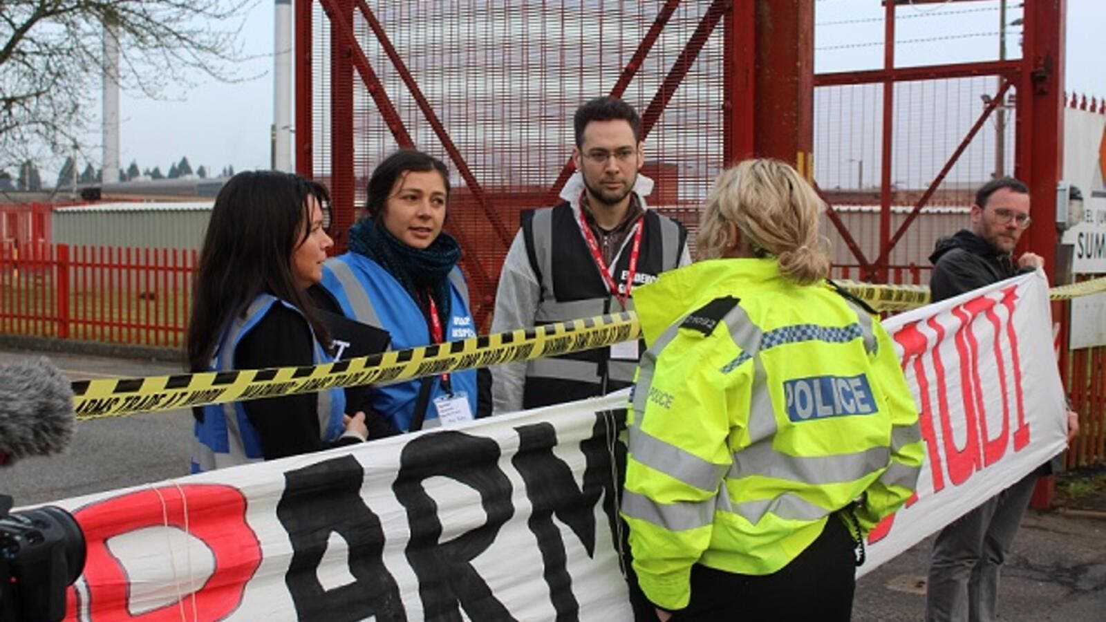 Protesters outside the Roxel factory in England (People's Weapons Inspectors)