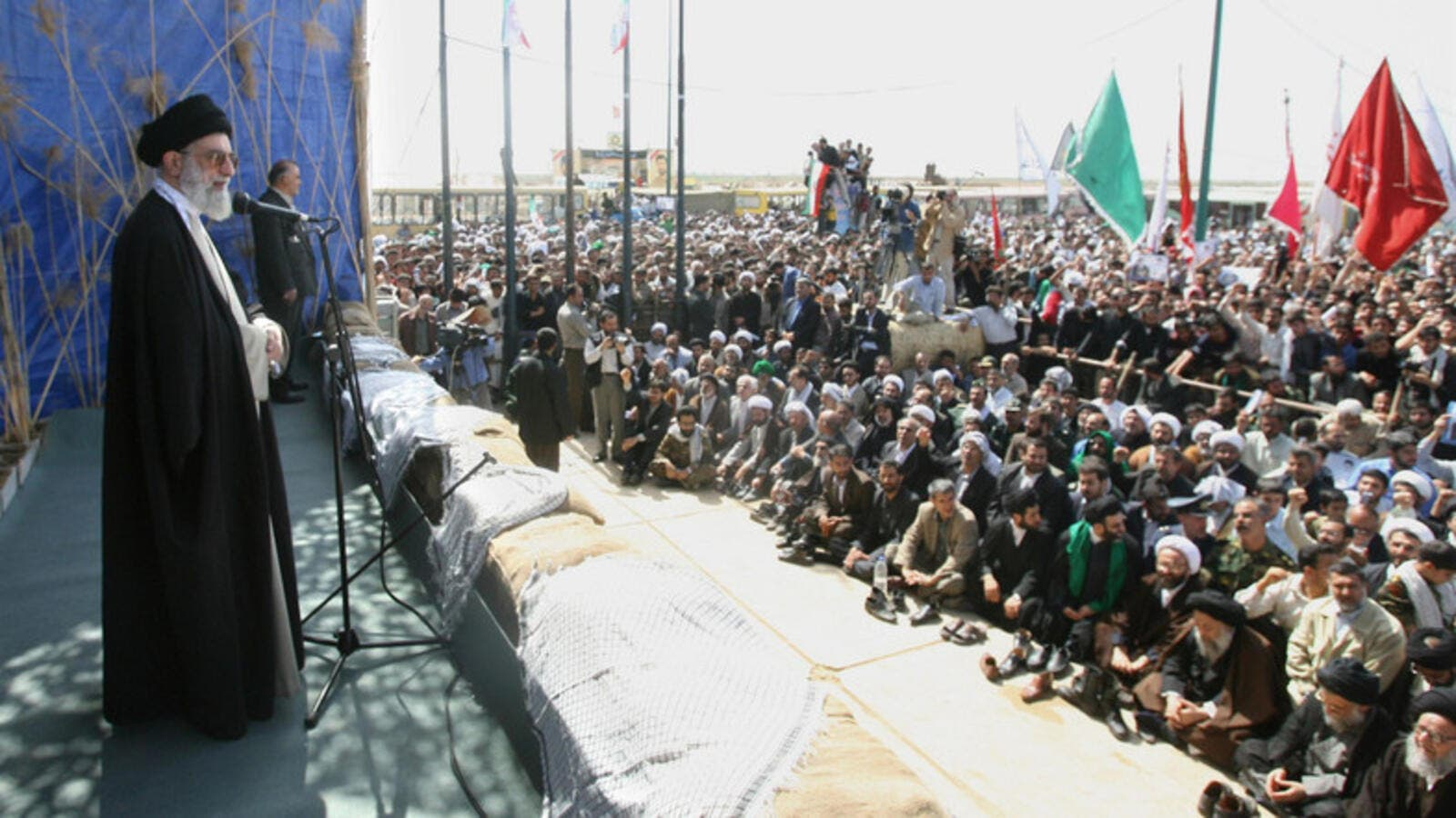 Ayatollah Ali Khamenei speaks to Ahwazi Arabs during a visit to Dehlavieh in the province of Khuzestan, on 25 March 2006. (AFP)