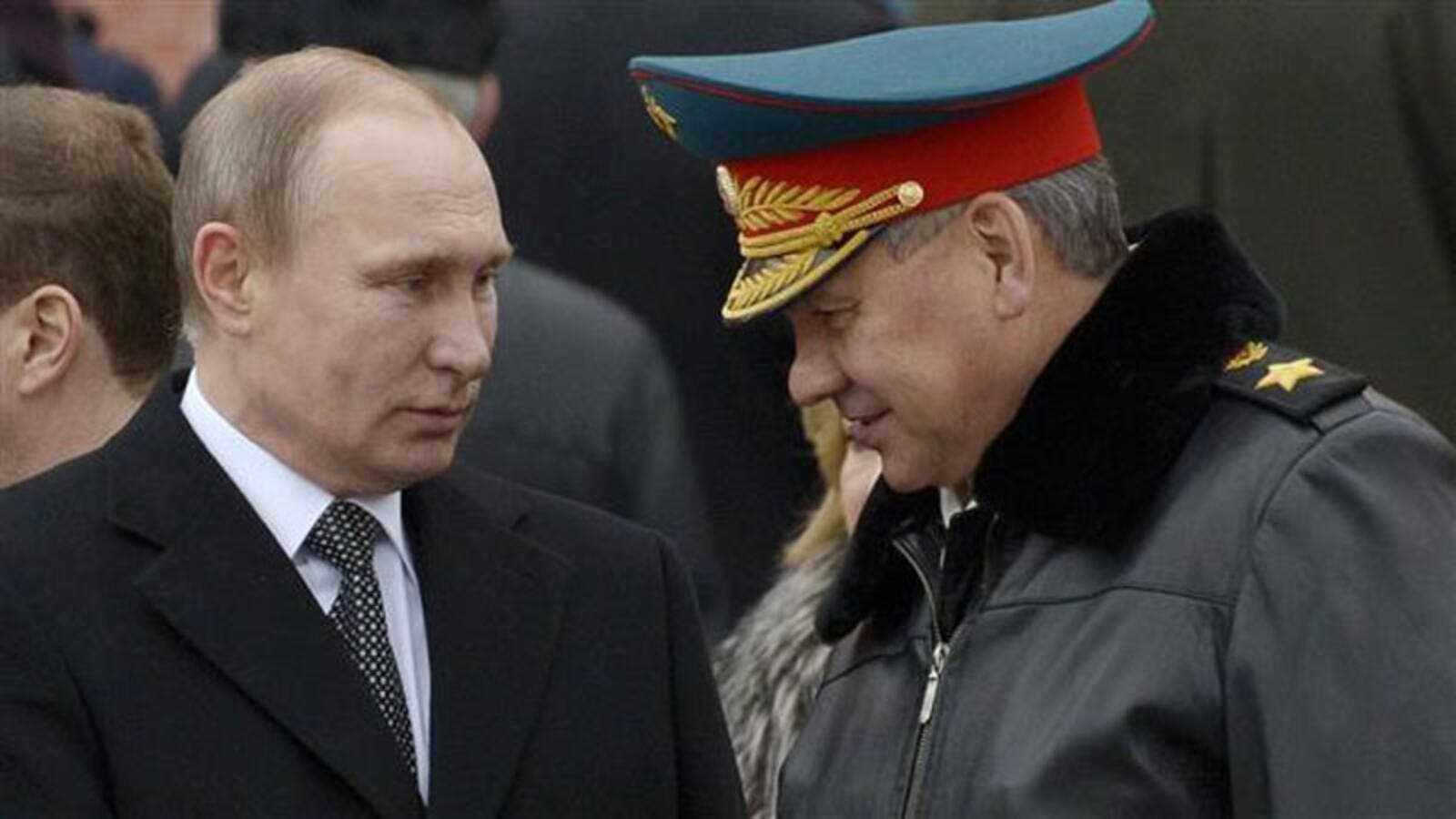 Russian President Vladimir Putin (L) and Russian Defense Minister Sergey Shoygu (AFP/ File)