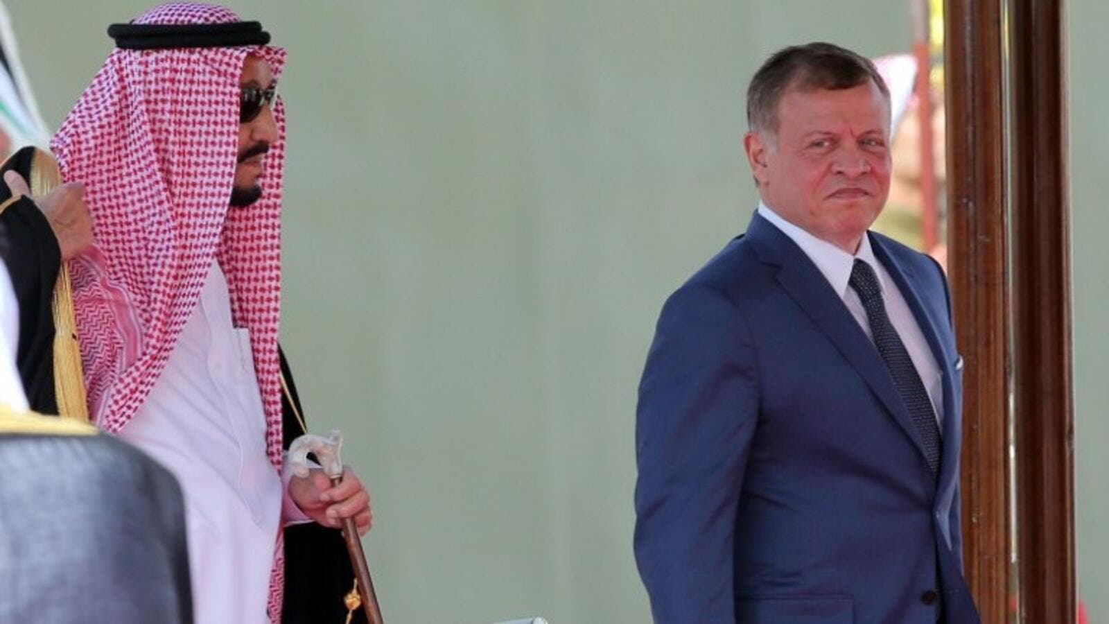 Saudi Arabia's King Salman and Jordanian King Abdullah II, Amman on March 27, 2017 (AFP Photo/Khalil Mazraawi)