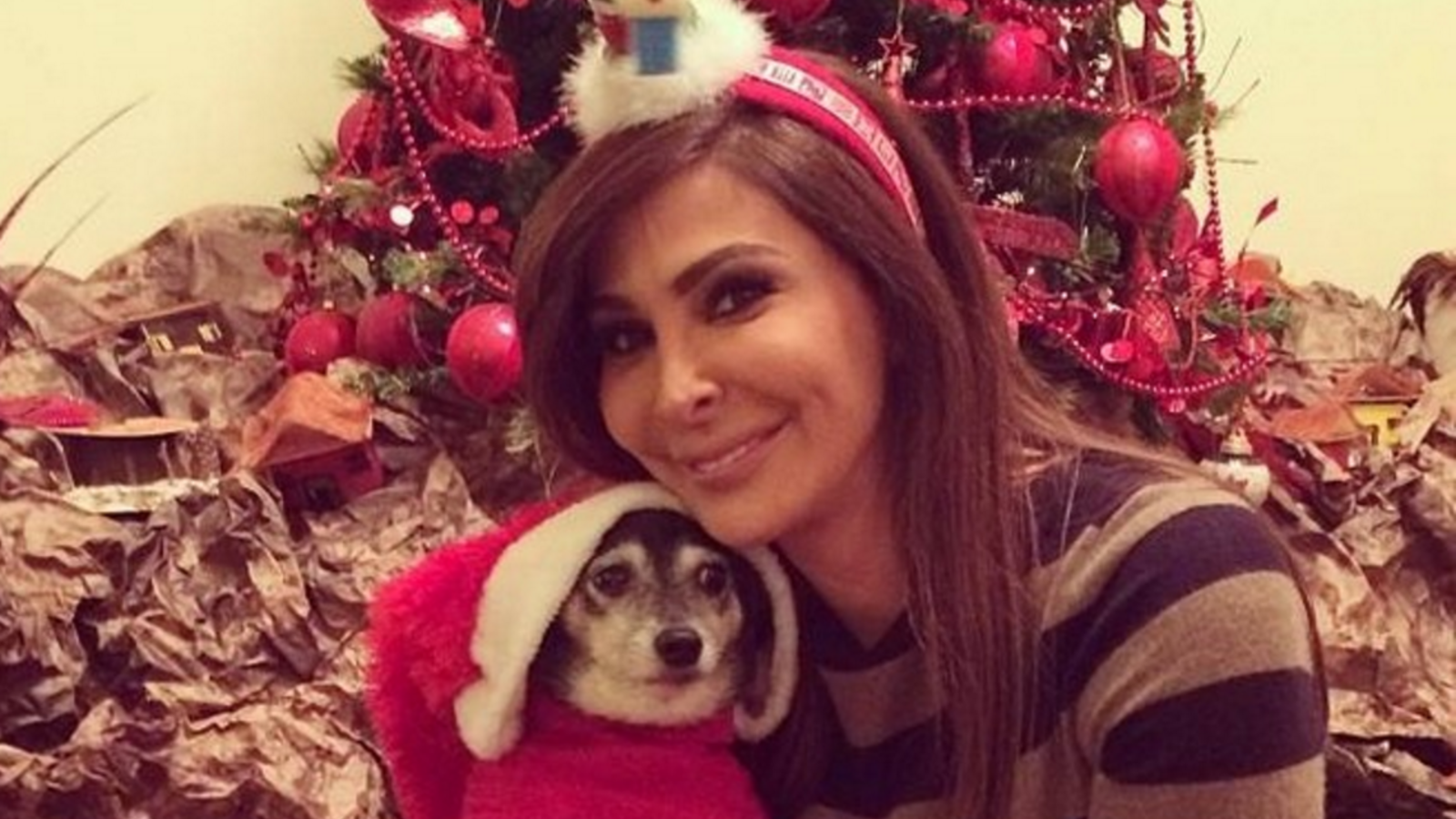 "Elissa and ""Lady"" on Christmas day. (Al Jaras Magazine)"