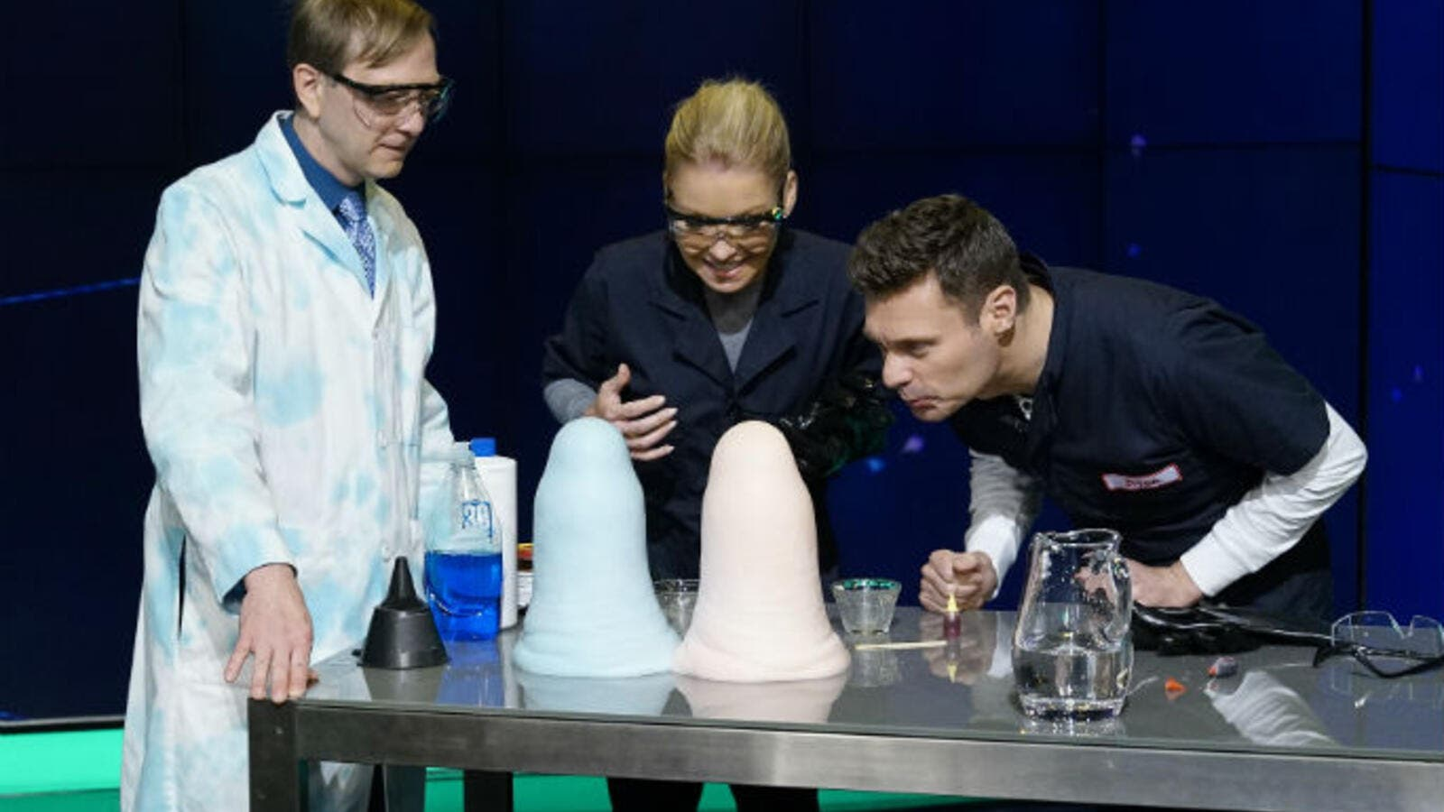 "Kelly and Ryan are Guinness World Record holders after an on-air ""elephant's toothpaste"" science experiment. (Twitter)"