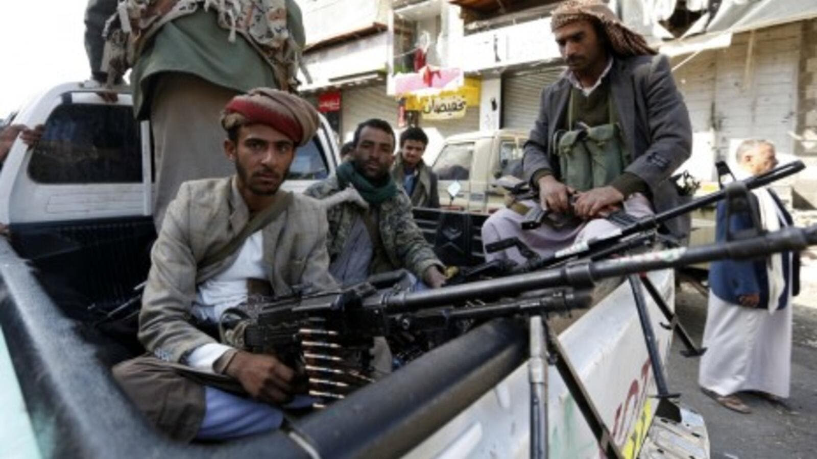 Yemeni militants wait for another fight (AFP/ File Photo)