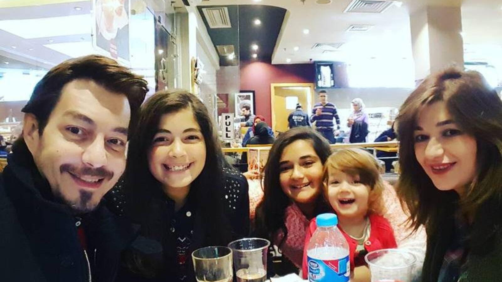 أحمد زاهر يكشف سبب غياب ابنتيه عن الساحة الفنية البوابة