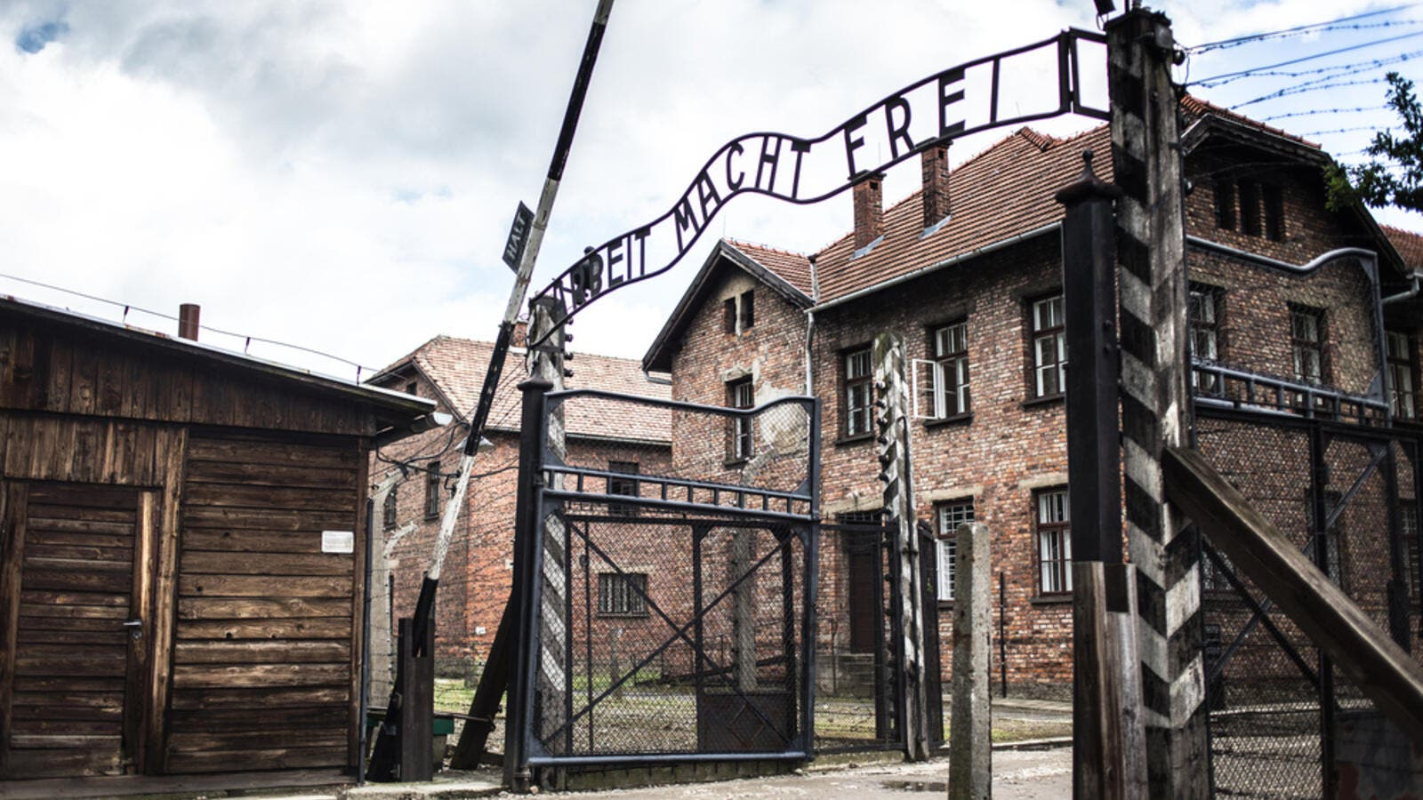 Holocaust Memorial Museum. The main gate of the concentration camp Auschwitz with the inscription work makes you free (Shutterstock)