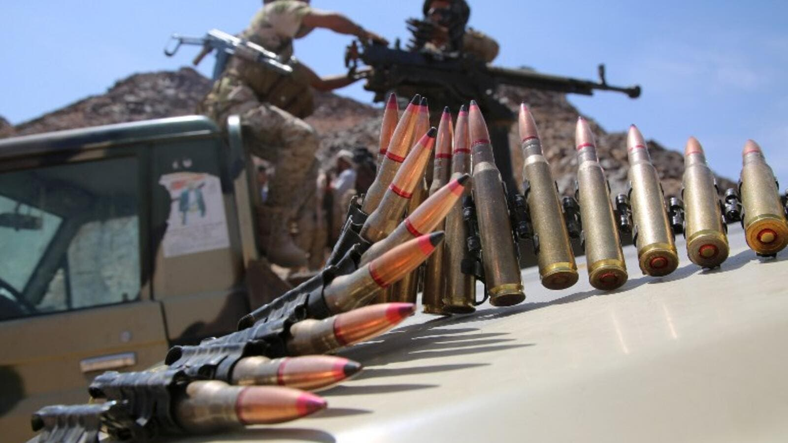 Armed tribesmen from Yemen's Popular Resistance Committees hold positions west of Marib city October 28, 2015. (AFP/File)