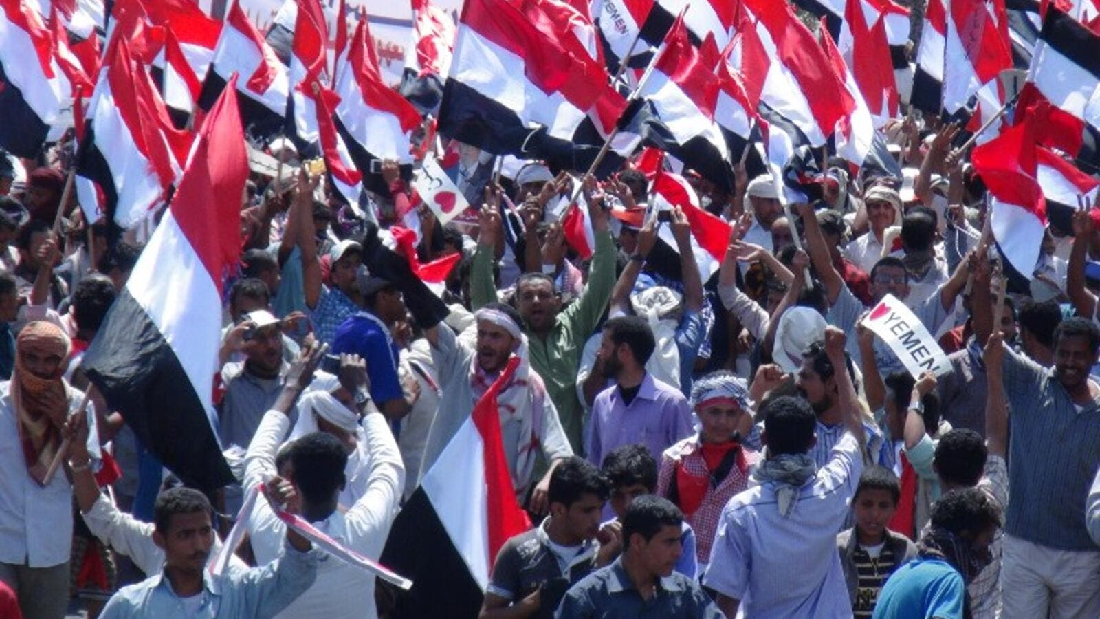 Yemeni protesters call for southern independence during a demonstration on the first anniversary of the ouster of autocratic leader Ali Abdullah Saleh in Aden. (AFP PHOTO/STR)