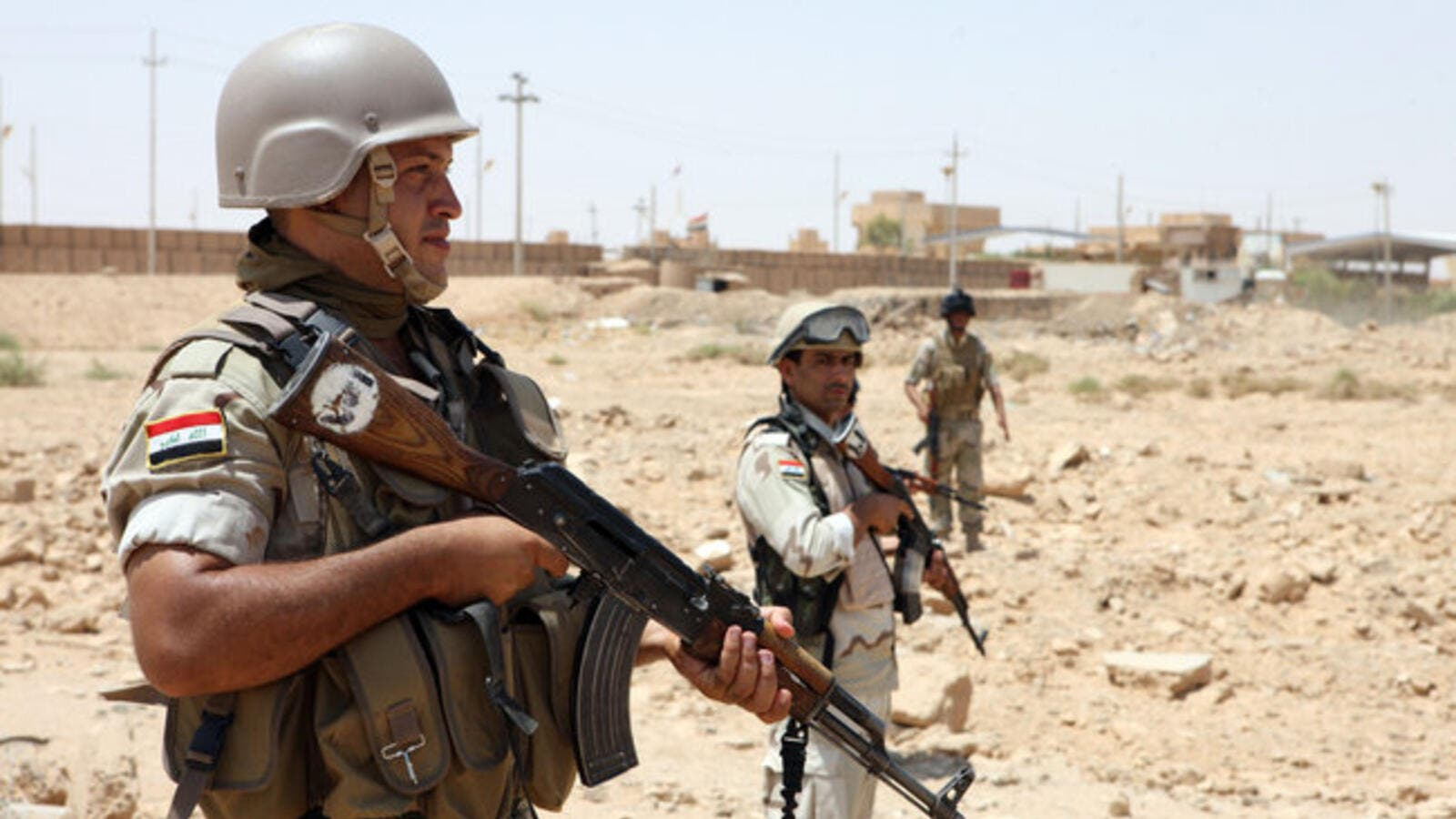 Iraqi troops have lost control of all three Syria-Iraq border crossings (File Archive)