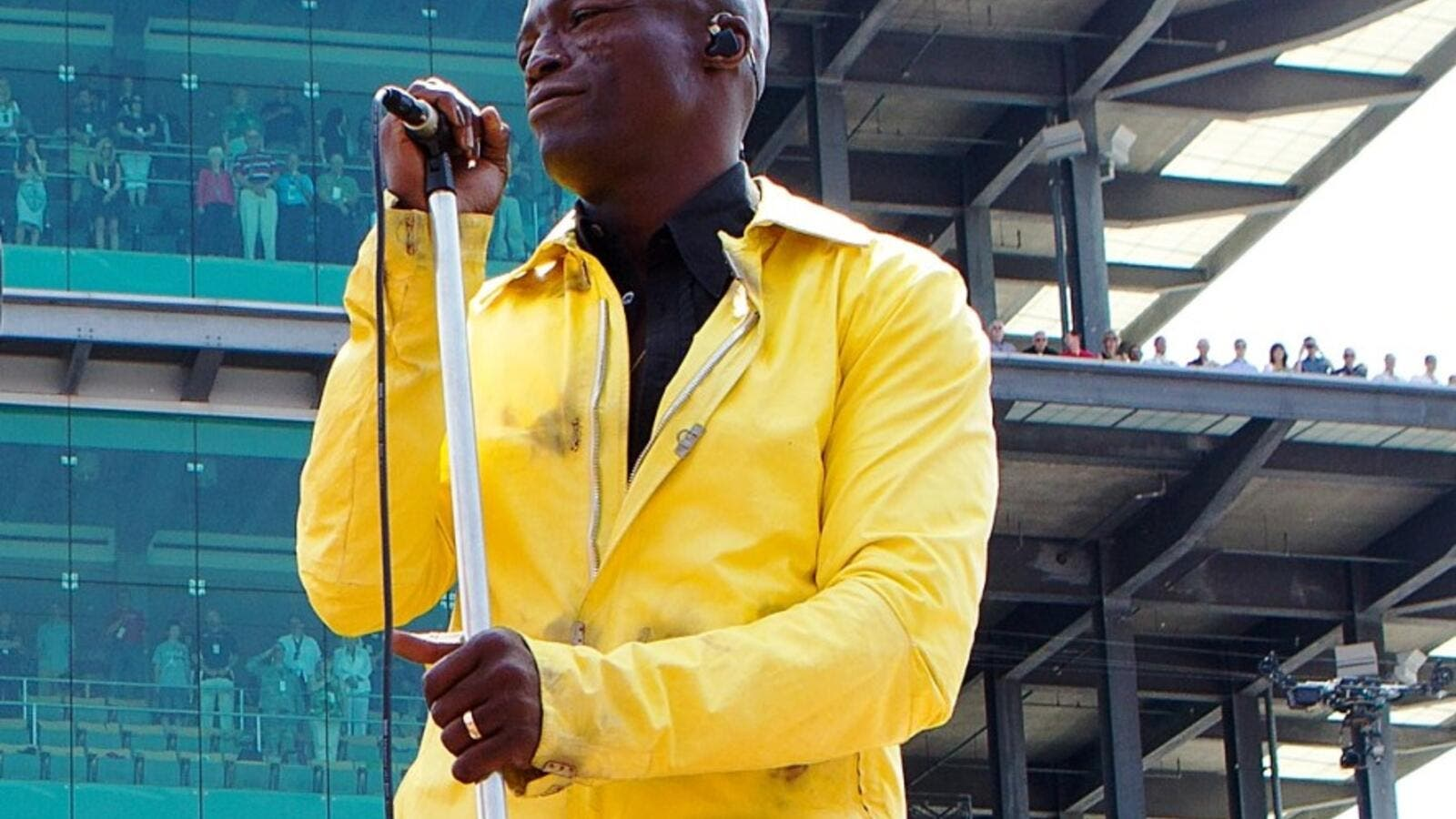 Seal, the guy behind massive hits including 'Killer' and 'Kiss From a Rose', will perform at the after-race concert at the Dubai World Cup on March 30.