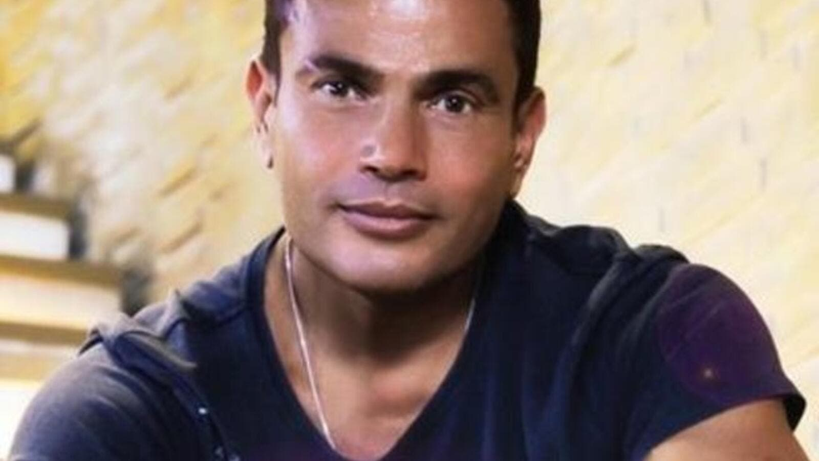 Amr Fawzi amr diab gets ready for live performance with lucky fans
