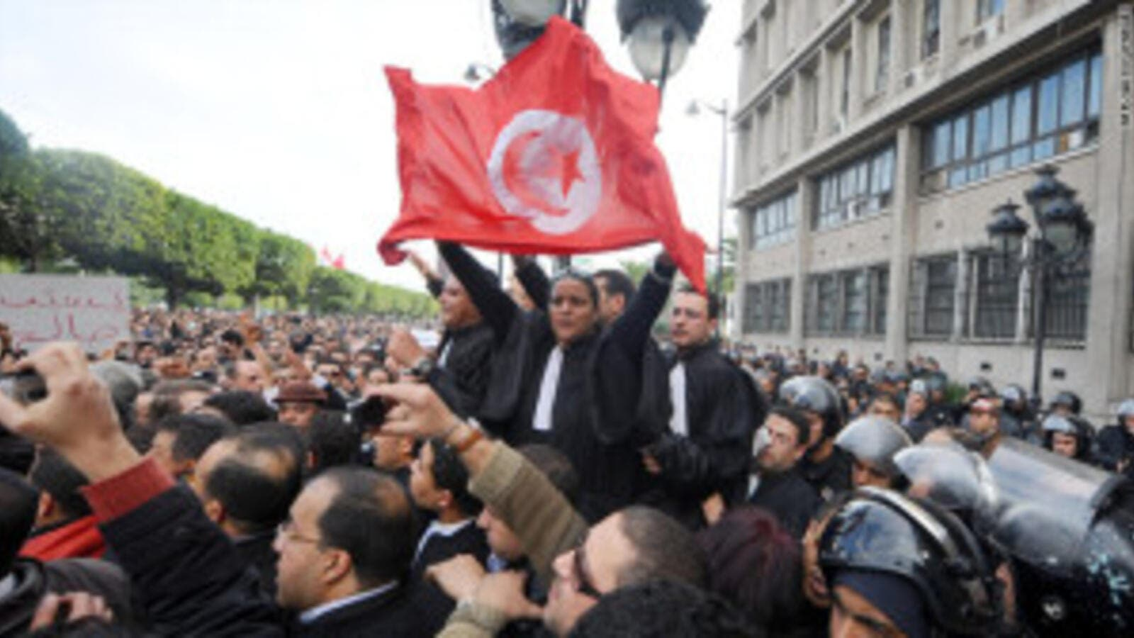 Protestors in Tunis called on the ruling Islamist Ennahda party to immediately resign Wednesday (Courtesy of AIM)