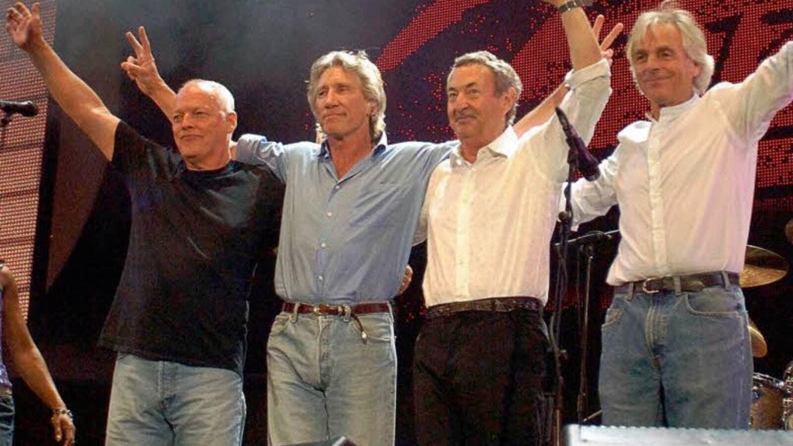 Pink Floyd reunites to stand with the Women of the Gaza Freedom Flotilla. (somethingelsereviews.com)