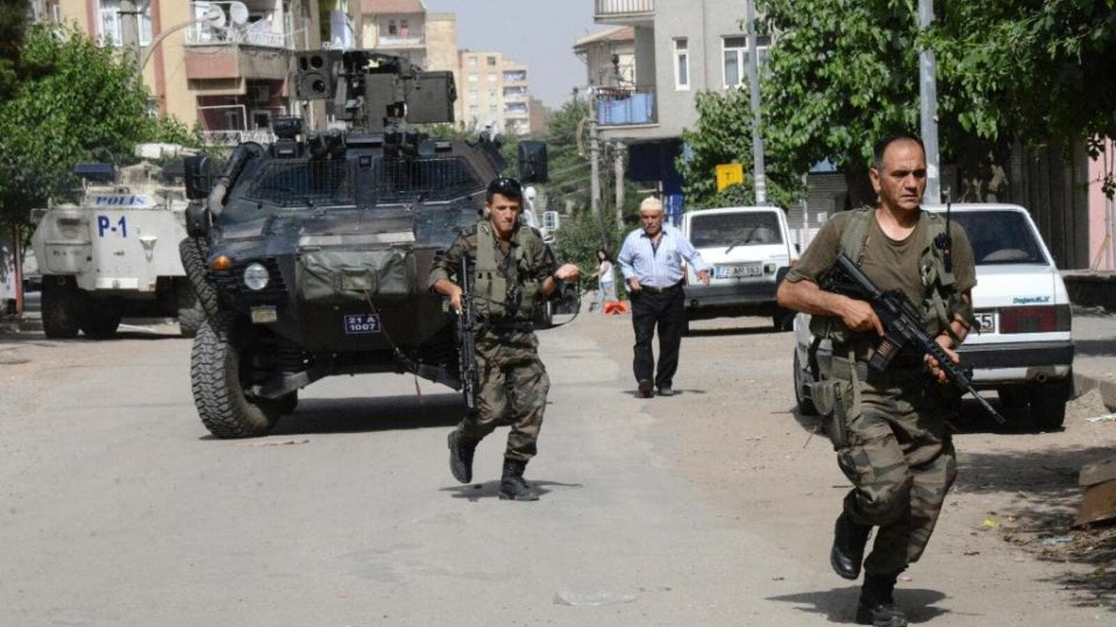 Turkish special forces are seen on patrol in Diyarbakir. (AFP/File)