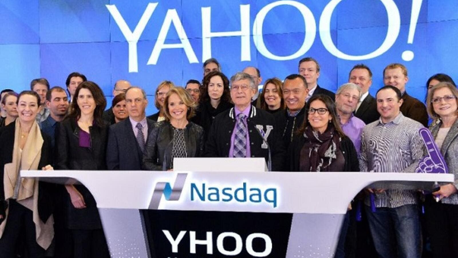 Yahoo employees ring the Opening Bell at NASDAQ MarketSite in New York, on March 2, 2015. (Slaven Vlasic/ AFP)