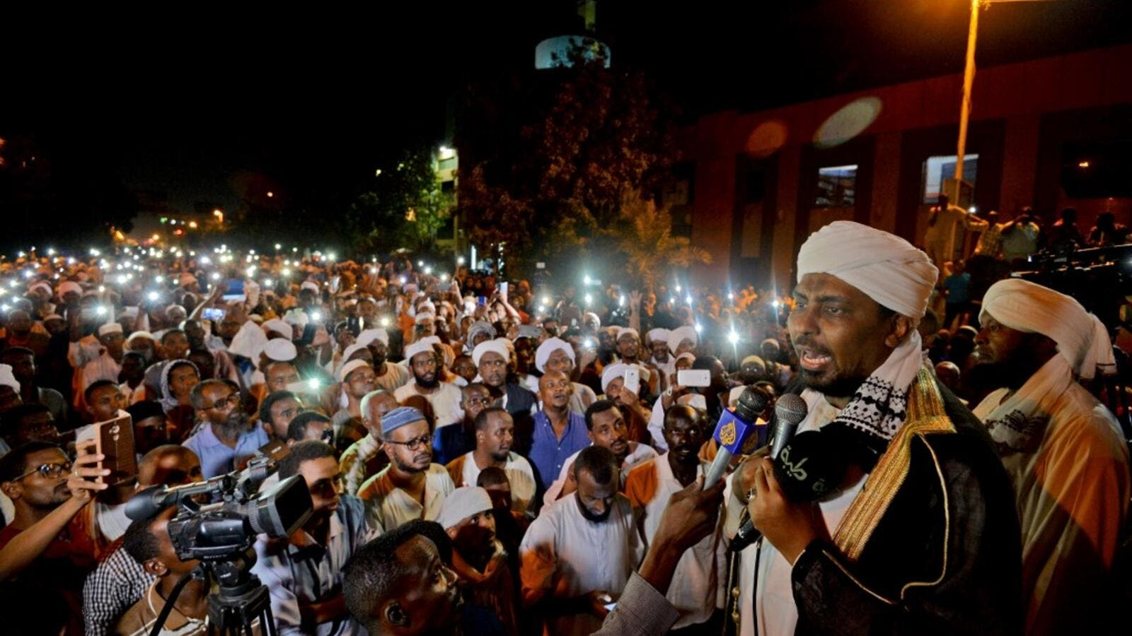 Sudanese hardline cleric Mohamed Ali Jazuli speaks as supporters of Islamist movements rally in front of the Presidential Palace in downtown Khartoum (AFP)