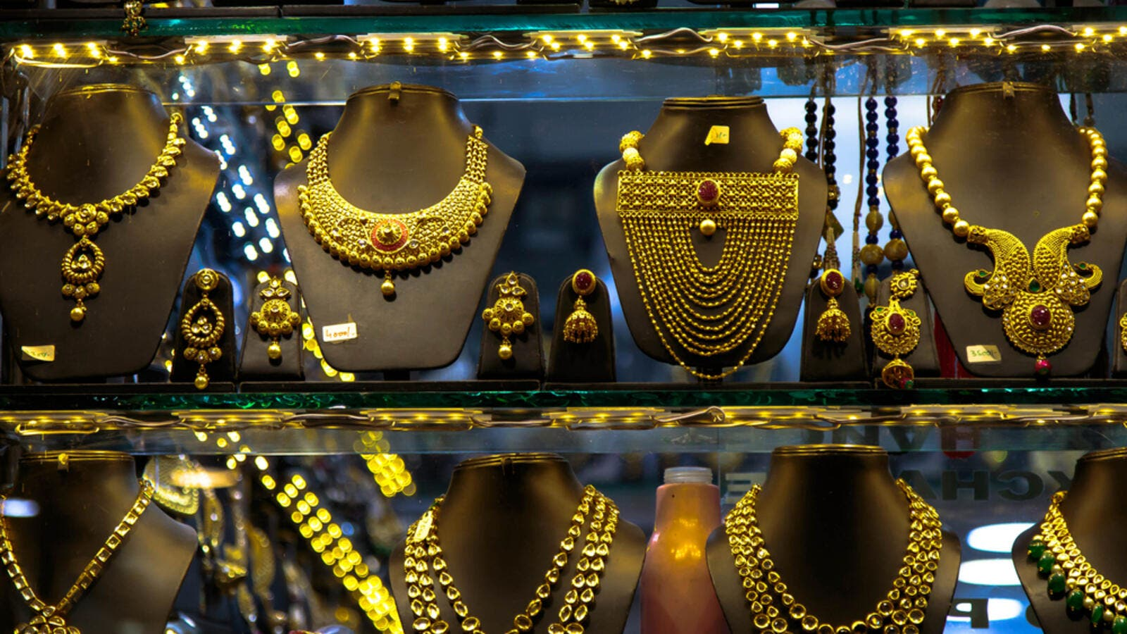 In the international market on Monday, gold prices rose over $250 per ounce to $1,500 per ounce as compared to last year.