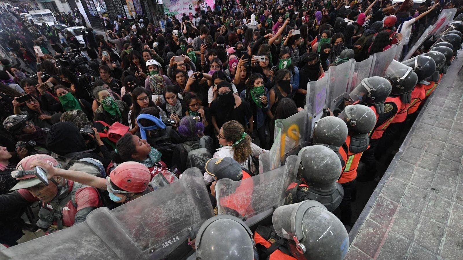 Ingrid Escamilla murder: Hundreds in Mexico protest against 'femicide state'