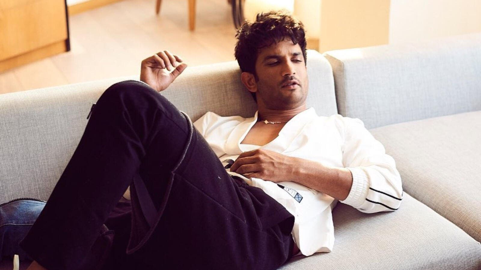 First Sushant Singh Rajput Body After Committed Suicide Bawaba