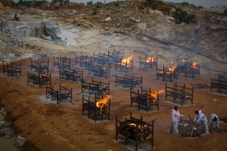 الهند.. زيادة قياسية في عدد الإصابات والوفيات اليومية بكورونا