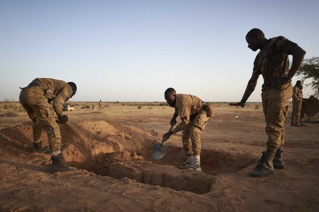 بوركينا فاسو.. مقتل 100 مدني في هجوم مسلح على قرية