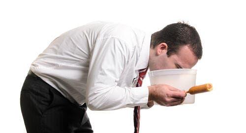 أسباب الاستفراغ بعد الأكل وطرق العلاج البوابة