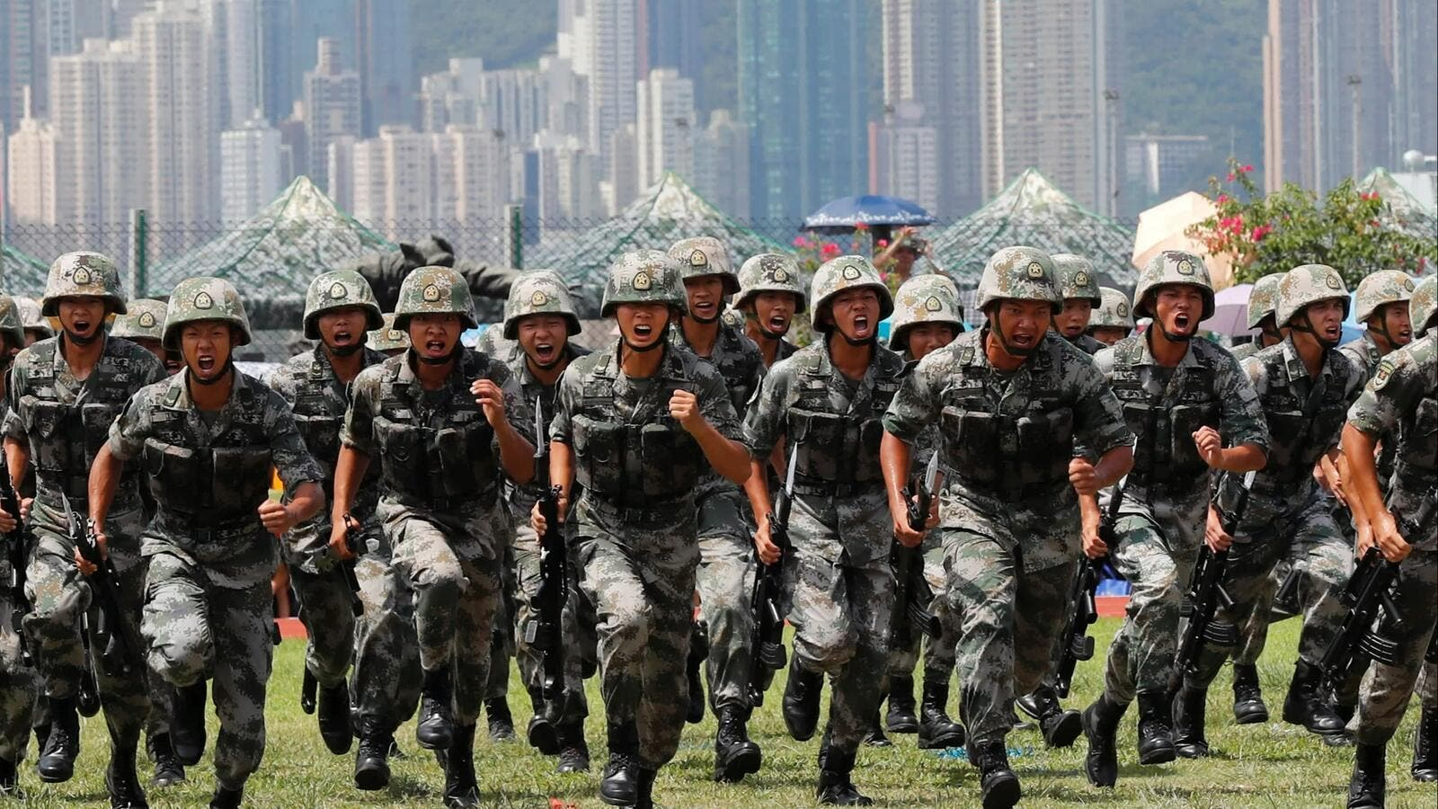 الجيش الصيني جاهز للانتشار في هونغ كونغ   البوابة