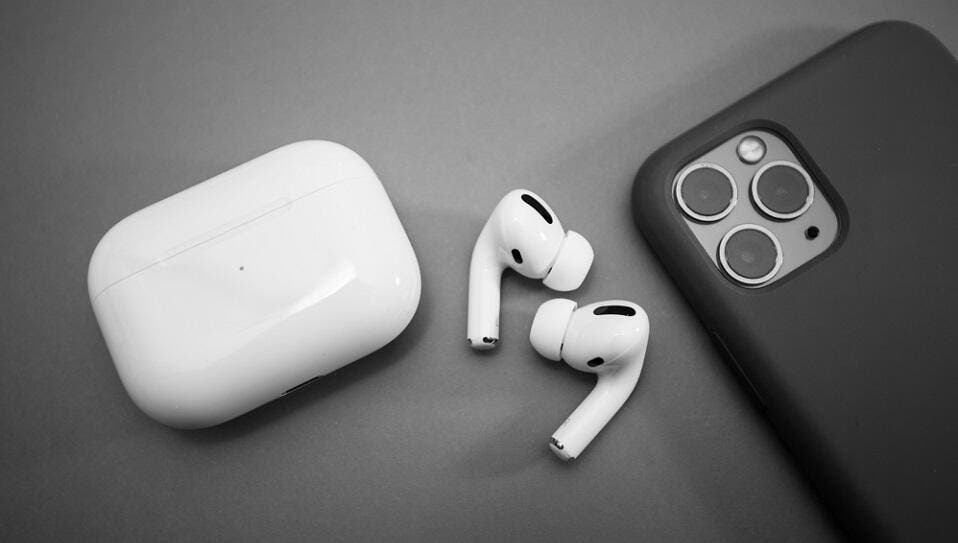 Apple To Bundle Airpods With Iphone 12 In 2020
