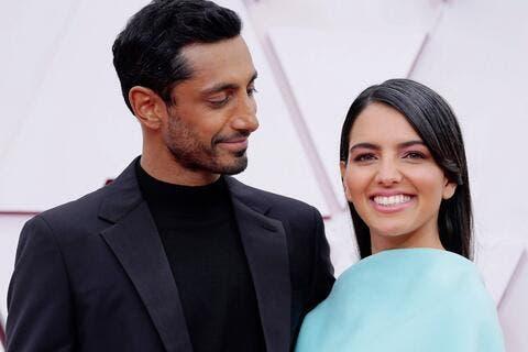 لقطة رومانسية تجمع النجم المسلم ريز أحمد وزوجته في حفل الأوسكار