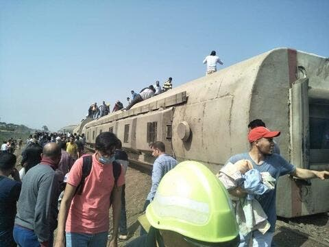 Train Derails in Cairo, 9 Dead and 100 Injured