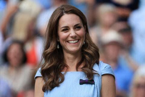 كيت ميدلتون بإطلالة ملكية أنيقة خلال جنازة الأمير فيليب.. وهذه قصة عقد اللؤلؤ التاريخية!