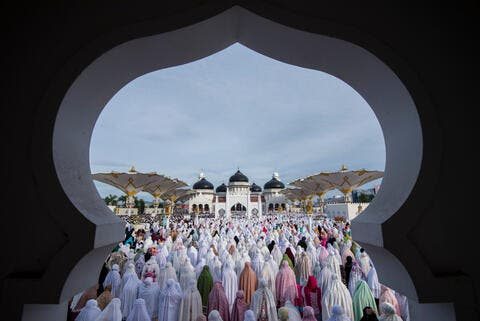 Indonesia Allows Mosques to Open For Ramadan Prayers
