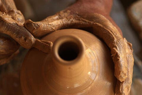 Nostalgic Saudis Wants to Revive The Ancient Art of Pottery