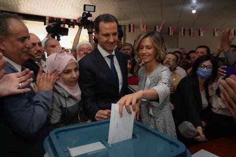 الاسد يدلي بصوته في دوما ويخاطب الغرب: رأيكم لا يهمنا