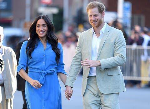 تمثالا هاري وميغان ينقلان من القاعة الملكية إلى مشاهير هوليوود