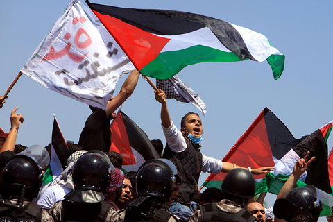 Thousands of Jordanians Protest in Support of Palestine at Border Crossing