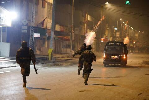 تجدّد الاحتجاجات الليلية في تونس إثر وفاة شاب