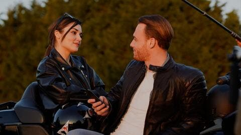 Arab Fans Leak Kerem Bürsin and Hande Erçel Kiss of Sen Çal Kapimi's Next Episode