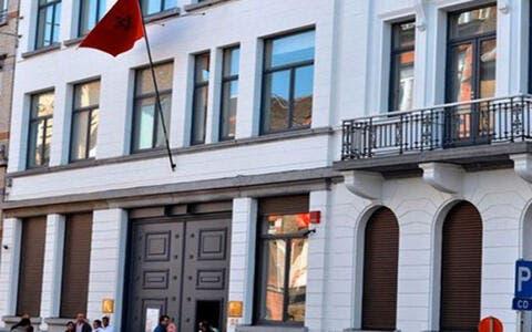 المغرب يغلق سفارتة في الجزائر ويتبرأ من التصريحات التي وترت الموقف