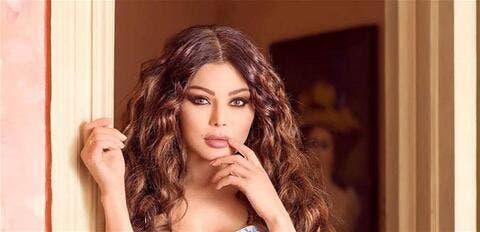 هيفاء وهبي تحيي الذكرى الأولى لإنفجار بيروت من أمام المرفأ