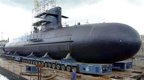 بسبب صفقة الغواصات مع استراليا: فرنسا تبحث الانسحاب من هيكل قيادة الناتو